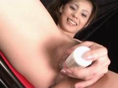Sexy Natsumi rams a vibrator around her snatch