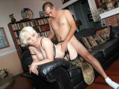 Blonde MILF Sophia Mounds